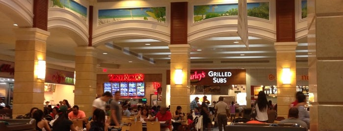 Aventura Mall Food Court is one of Albertさんのお気に入りスポット.