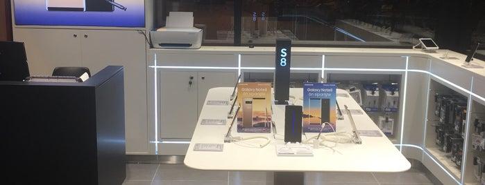 Viaport Samsung Mobile is one of สถานที่ที่ '  ☆  [λ]. ถูกใจ.