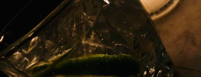 Gin Gin is one of Locais salvos de Cecy.