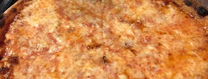 ZuriLee Pizza Bar is one of Alliccia 님이 좋아한 장소.