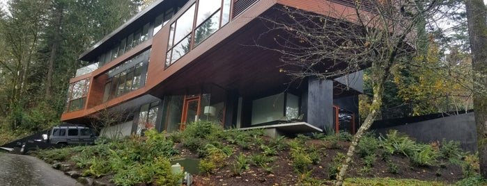 Cullen Family's House is one of Portland.
