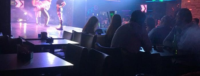Barasti Beach Bar is one of Posti che sono piaciuti a Ahmed.
