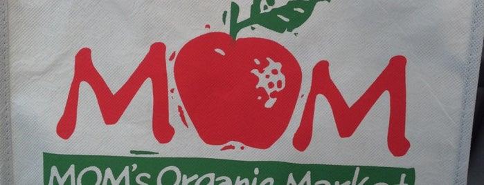 MOM's Organic Market is one of สถานที่ที่ Chris ถูกใจ.