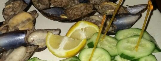 Ebruli Cafe is one of Posti che sono piaciuti a hakan.