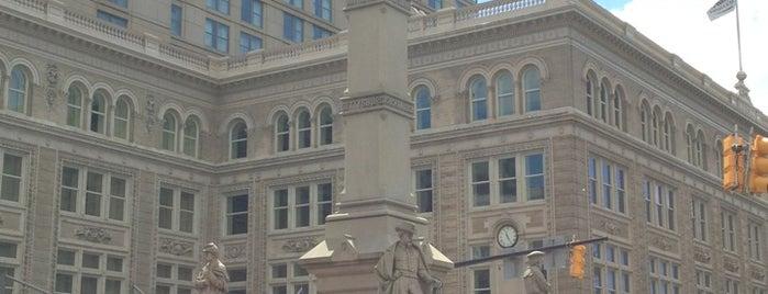 Penn Square is one of Tempat yang Disukai Chrissy.
