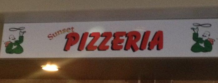 Sunset Pizzeria is one of Lizzie: сохраненные места.