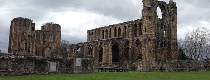 Elgin Cathedral is one of Tempat yang Disimpan Sevgi.