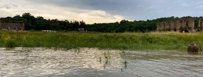 เมืองบาดาล วัดใต้น้ำ is one of Tempat yang Disukai Vee.
