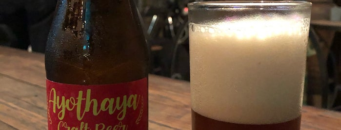 Brown Ale Ayutthaya Beer Cafe' is one of Locais curtidos por Mike.