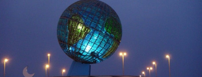 The Globe Roundabout is one of สถานที่ที่ Bandder ถูกใจ.