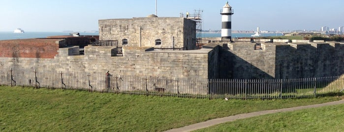 Southsea Castle is one of Tempat yang Disukai Carl.