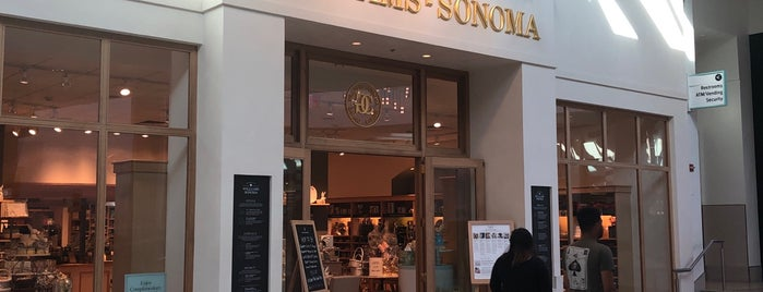 Williams-Sonoma is one of Rosanaさんのお気に入りスポット.