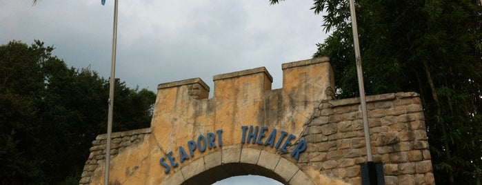 Seaport Theater is one of Gespeicherte Orte von Priscila.