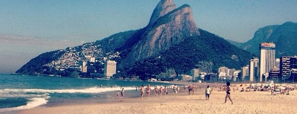 Praia de Ipanema is one of Continua lindo..
