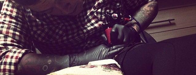 making a tattoo is one of Posti che sono piaciuti a Olesya.