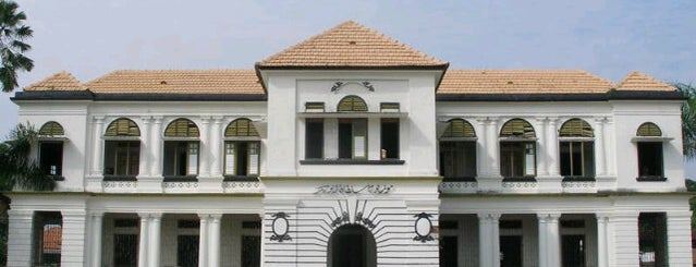 Muzium Negeri Pahang is one of Attraction Places to Visit.