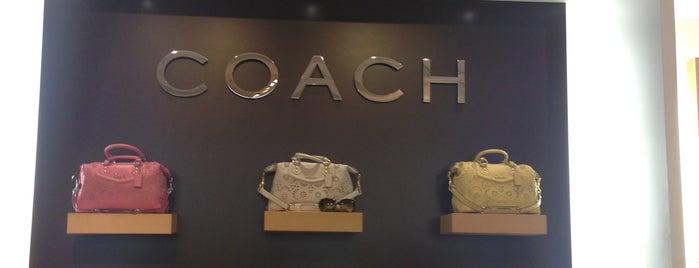 Coach Factory Outlet is one of Orte, die Derrick gefallen.