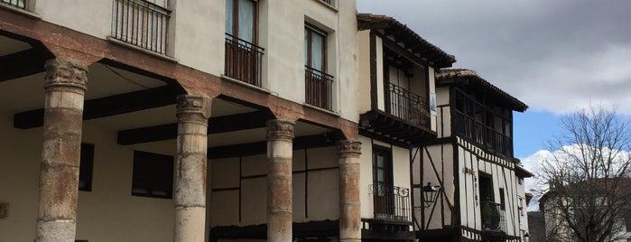 Plaza Doña Sancha is one of Lugares favoritos de Ricardo.