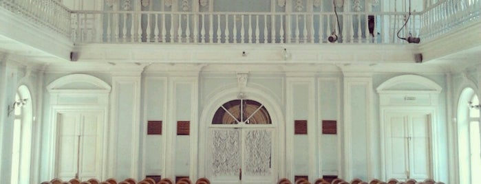 Рахманиновский зал Московской государственной консерватории имени П.И. Чайковского is one of Locais salvos de Luis.