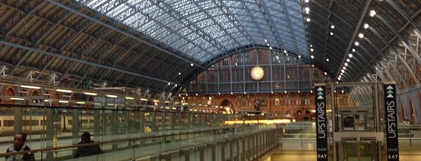 London St Pancras Eurostar Terminal is one of Tempat yang Disukai Jason.