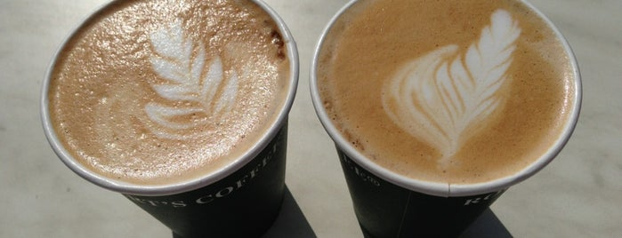 Robert's Coffee is one of Locais curtidos por Katie.