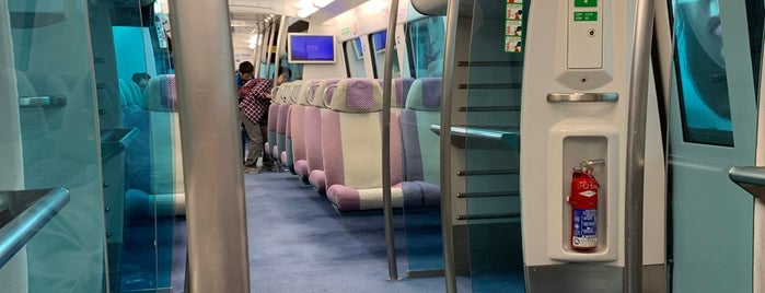Hong Kong Airport Express is one of Lugares favoritos de Shank.