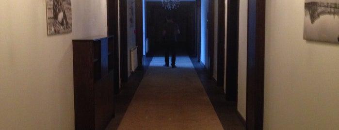 Hotel Cheltikov is one of Orte, die gizem gefallen.