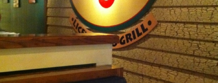 Chili's Grill & Bar is one of Lugares guardados de Litzmy.