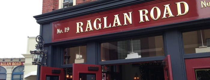 Raglan Road Irish Pub is one of Disney Dining.