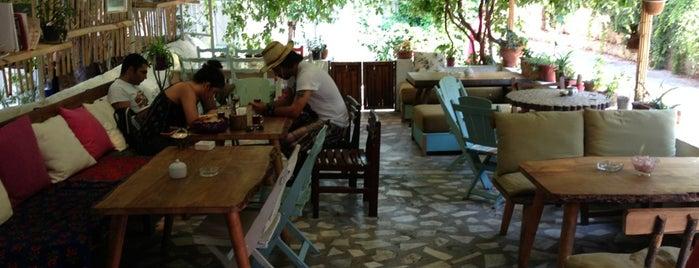 Kuytu Cafe & Bar is one of İstanbul.