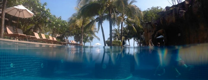 Muang Samui Vilas & Suites, Choegmon Beach is one of Ozyさんのお気に入りスポット.