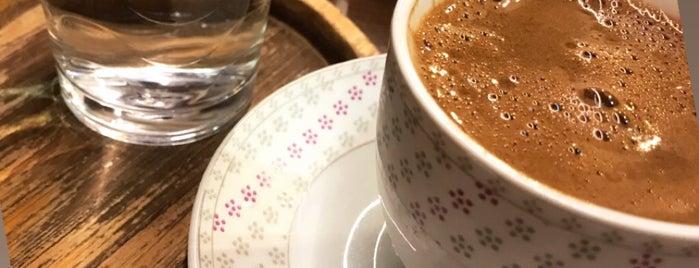 Cafe Salaş is one of Lugares favoritos de BuRcak.