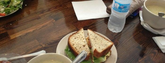 Sophia's Bakery & Cafe is one of Posti che sono piaciuti a Bruce.