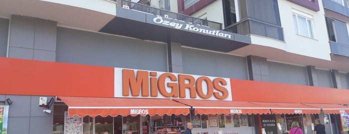 Migros is one of สถานที่ที่ Can ถูกใจ.