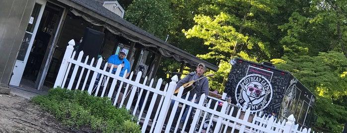 Two Drummers Smokehouse is one of Tempat yang Disukai Bianca.