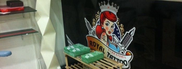 Royal Tattoo & Kuaför is one of Lugares guardados de Tayfun.
