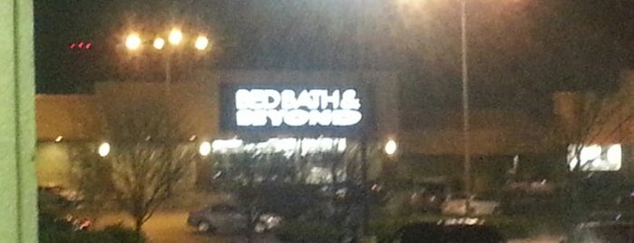 Bed Bath & Beyond is one of Locais curtidos por Chris.