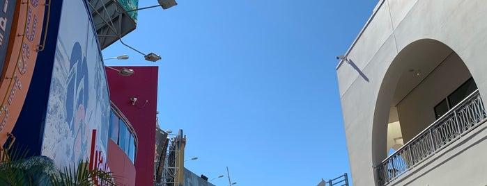 Universal City is one of Lugares favoritos de Sergio M. 🇲🇽🇧🇷🇱🇷.