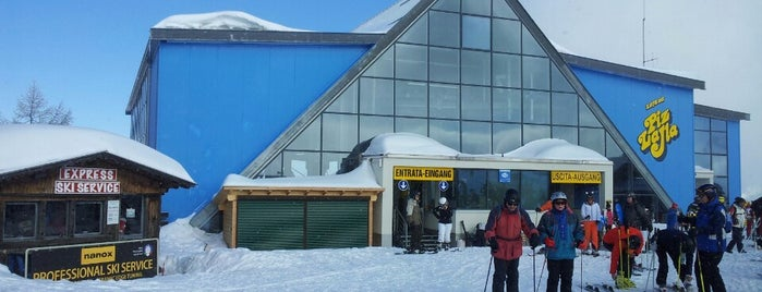 Cabinovia Col Alt is one of Ski & Chalet.