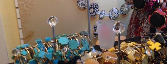 Peggy's Gifts is one of Lieux sauvegardés par JULIE.