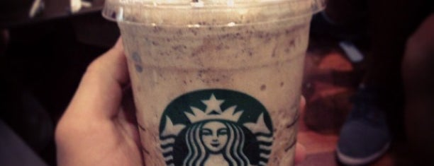 Starbucks is one of Locais curtidos por Arwa.