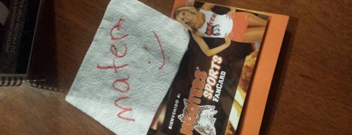 Hooters is one of Pacoさんのお気に入りスポット.