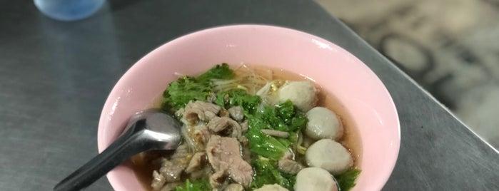 ก๋วยเตี๋ยวลูกชิ้นเนื้อ is one of Beef Noodle in Bangkok.