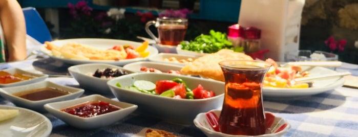 Çiçekli Avlu Cafe is one of gidileceklwr.