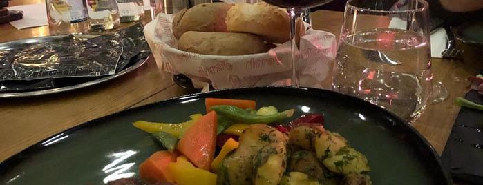 Dora's Cafe & Brasserie is one of FIRAT 님이 좋아한 장소.