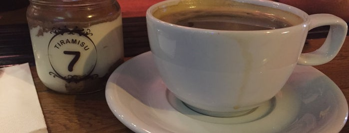 No:7 Coffee House is one of Posti che sono piaciuti a Emre Cavus.