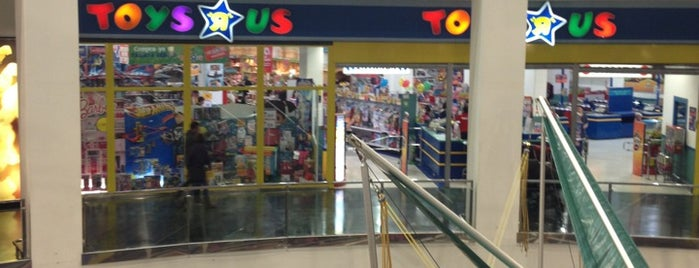 "Toys""R""Us is one of Posti salvati di Enrique."