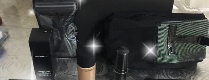 MAC Professional Make-Up Akasya is one of Orte, die Sinem gefallen.