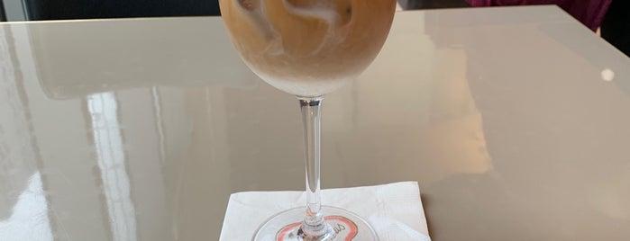 Sant Ambroeus Coffee Bar at Sotheby's is one of Lugares guardados de Rodrigo.