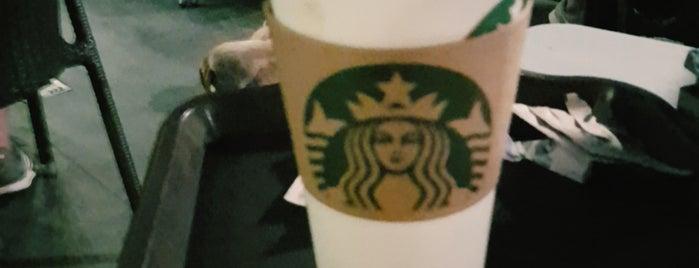 Starbucks is one of Lugares favoritos de J.